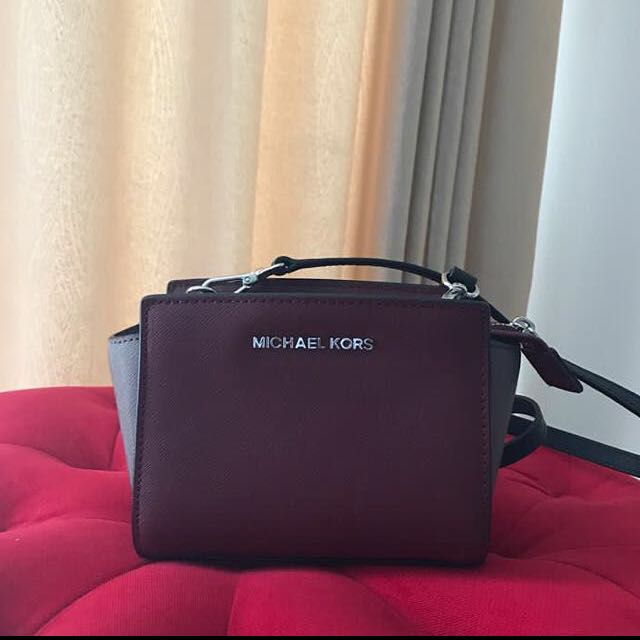 Looking for a Michael Kors sling bag