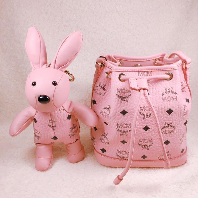 MCM 2017限量粉兔子mini水桶包