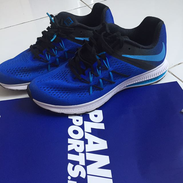NIKE SHOES SIZE 41