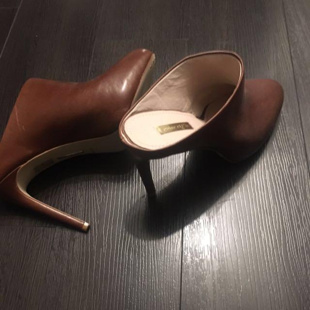 Nordstrom Louise et Cie size 8.5 leather clogs