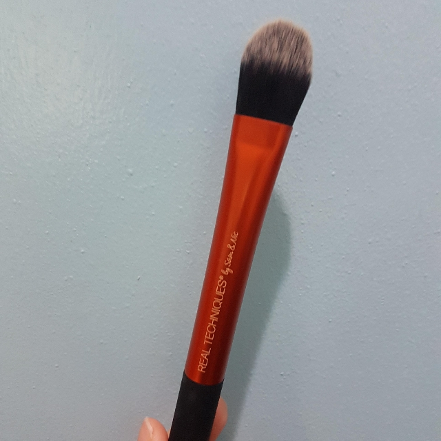 Real Techniques Essential Foundation Brush (Authentic)