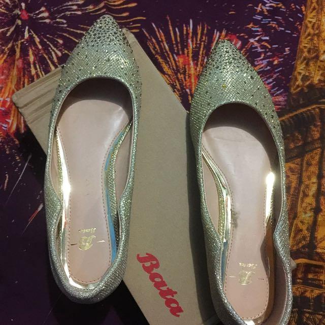 Sepatu Bata GoLd