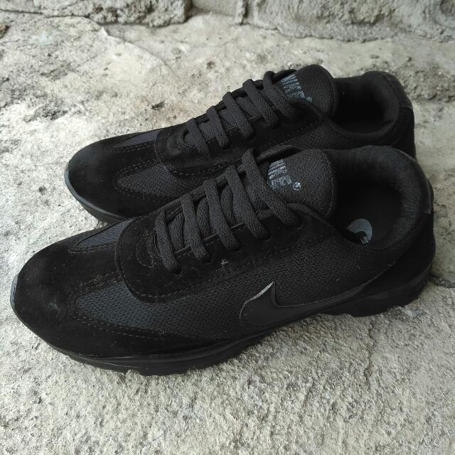 Sepatu Nike Lokal