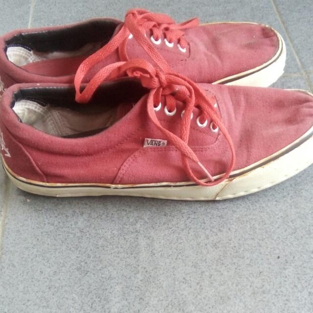Vans vintage merah