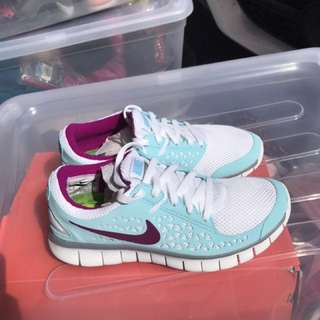 Brand New women's Nike running shoes - size 7