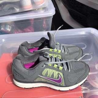 Brand New Nike Women's running shoes -7.5