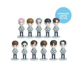Wanna one figure  *please choose member*  4 inch+poster gift: ₱1550  7 inch+poster gift: ₱2550  7 inch handmade limited: ₱7000