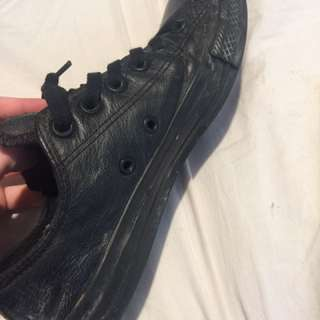 Black Low top Leather Converse