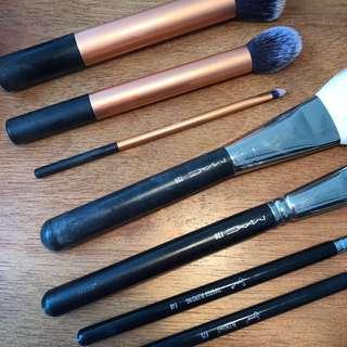 7 x Makeup brushes (RT, Sigma, Mac)