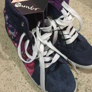 Mambo canvas shoes
