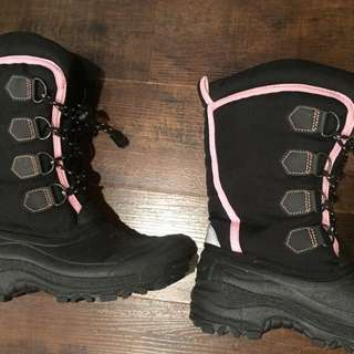 Brand New Winter Boots Black and Pink Size 6