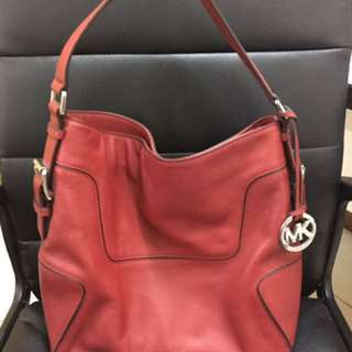 ( reduce ) Michael Kors Hobo Bag