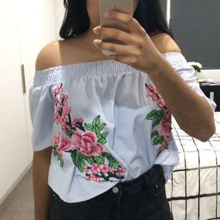 Off shoulder embroidery patch top