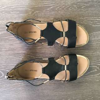 Black strappy flat sandals - Size 8.5