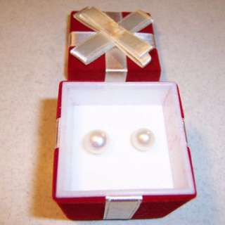 Freshwater Pearl Earrings in Present Gift Box Gift Set BRAND NEW (NO OFFERS)
