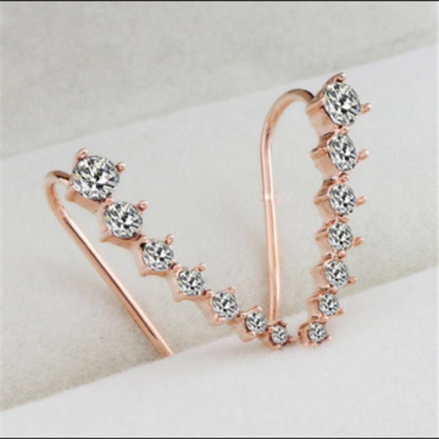 Anting/earrings (gold)