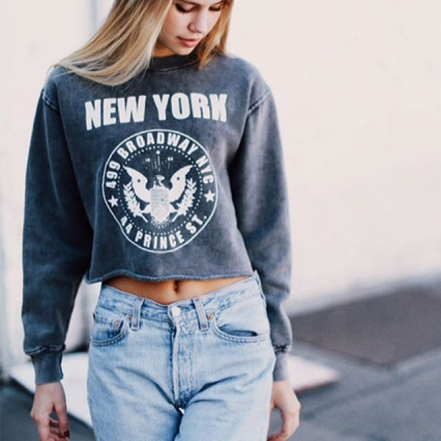 Brandy Melville New York graphic sweater