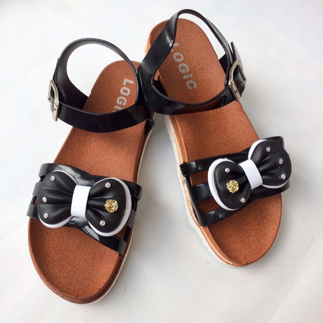 Comfy sandals size 7 and 9