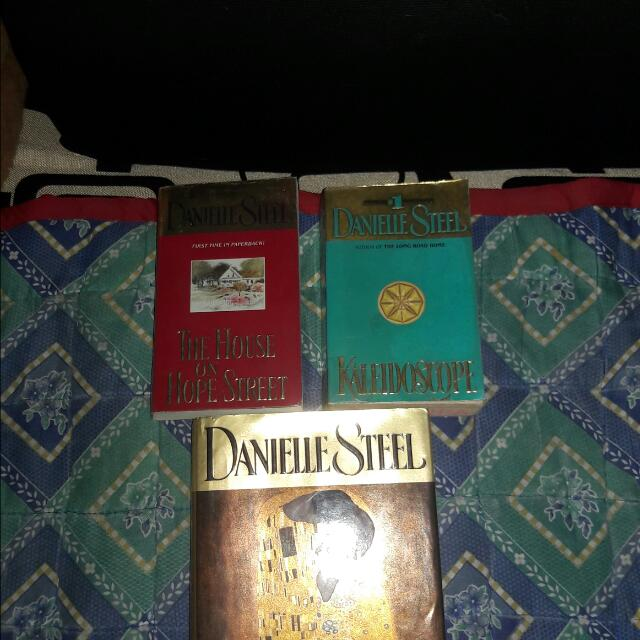 FREE SHIPPING! Danielle Steel's 3 Book Bundle Set