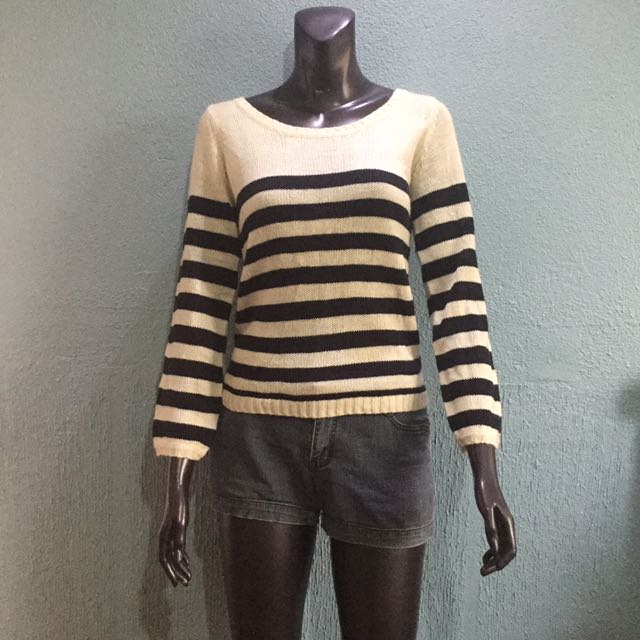 Knitted black/white striped pullover