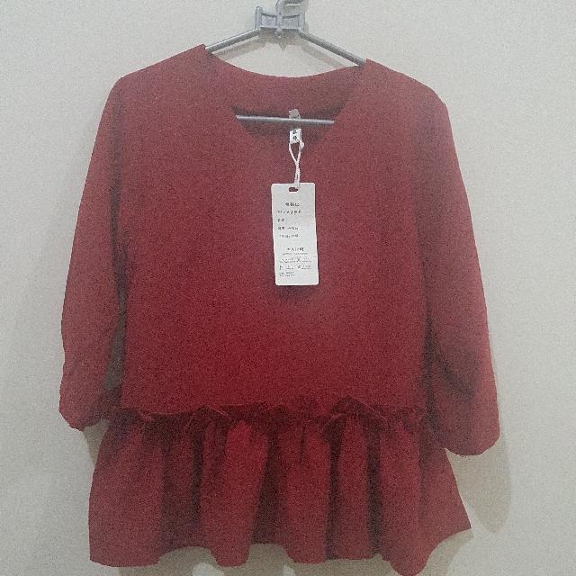 Masih BARU ^^ Red Blouse Renda Peplum . Size M . IMPORT China . Good Quality