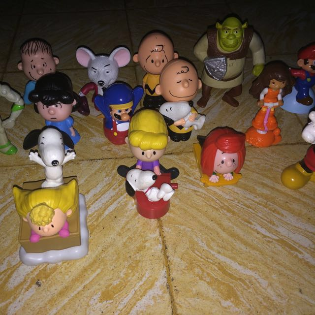 Mcdonald's Collectible Characters  (Snoopy)