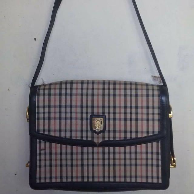 Sale.. Daks Shoulder Bag
