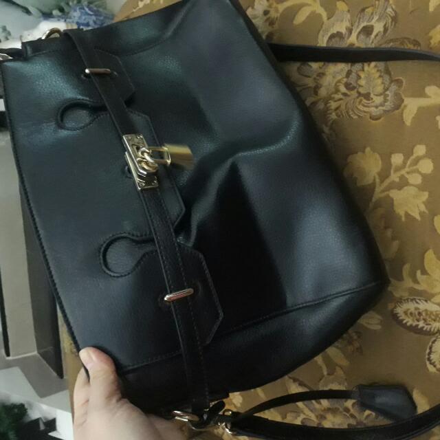REPRICED!!!!!SIGNATURED / ORIGINAL / BLACK LEATHER shoulder bag