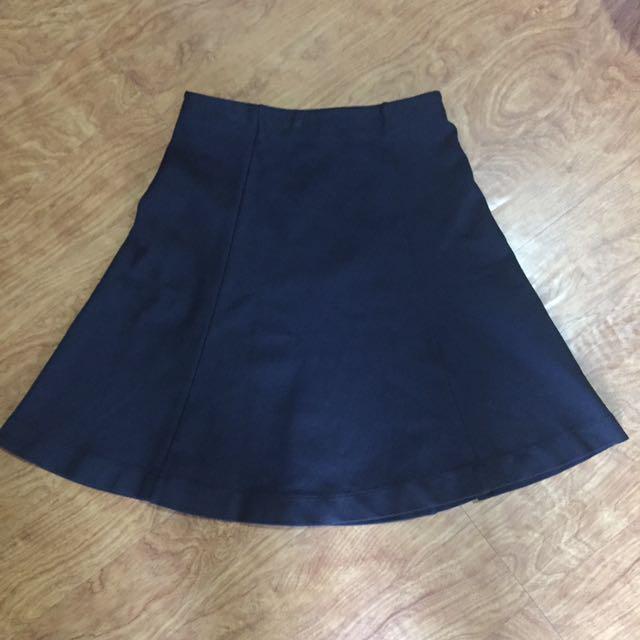 Uniqlo highwaisted skirt