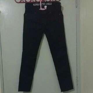 SALE! BRAND NEW H&M SKINNY PANTS