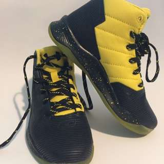 Brand New Authentic Stephen Curry Under Armour Basketball Shoes 13k