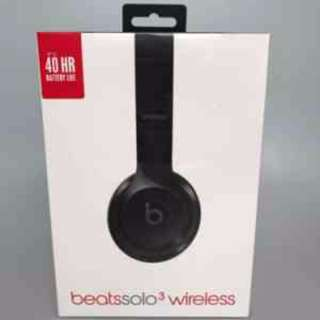 Beats solo 3 Wireless gloss black brand new. Warranty till 3 sept 2018
