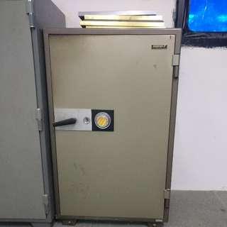 branded vintage safe (sunny, made in japan)