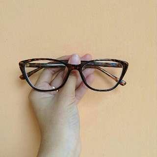 Kacamata CatEye Leopard