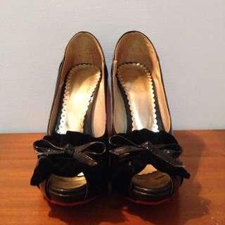 只送不賣!全新 紅底高跟鞋消費五百元以上免費送