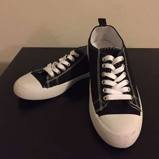 Ladies Sneakers Size 7