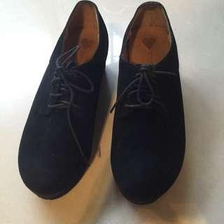 厚底雞皮黑鞋