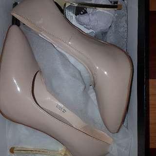 THE BASEMENT HQ: Nude closed toe stiletto