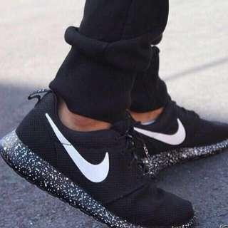 Nike Roche Run Sneakers
