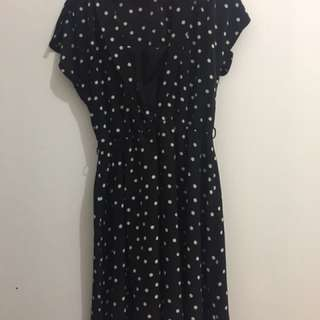 The executive dress hitam polka