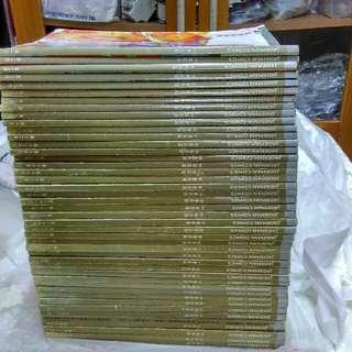 中華英雄合訂本1-48期(欠36,39,42,43),另第44期是台版,全走。(不合完美主義者)