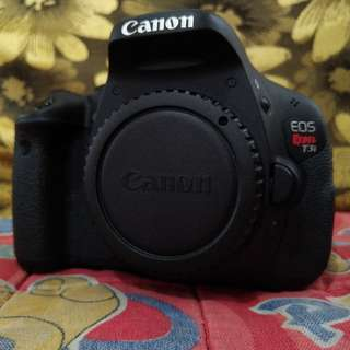 Canon Rebel T3i or Canon 600D | Canon 18-135mm F3.5