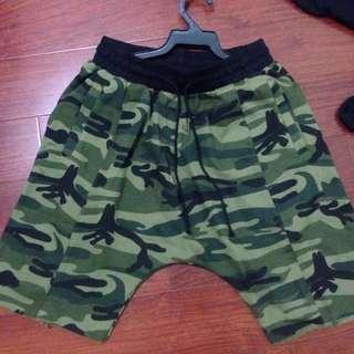 綠迷彩短褲