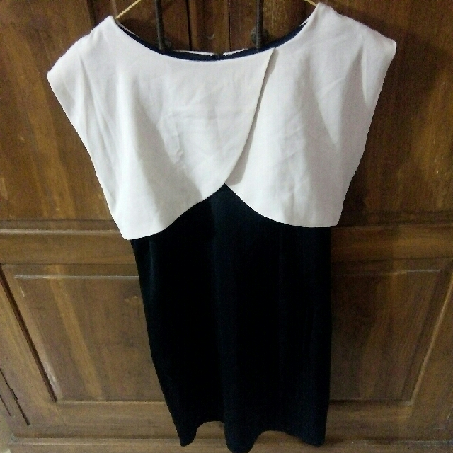 Dress Monokrom