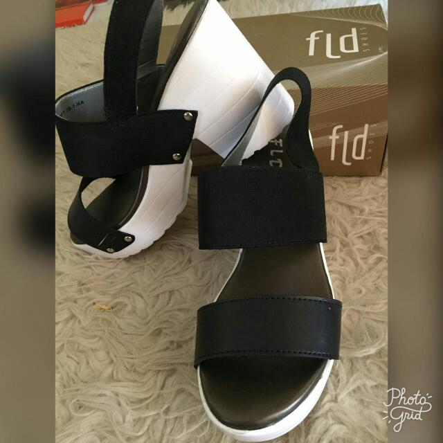 Fladeo Wedges in Black