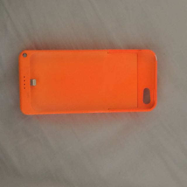 iPhone 5 charging phone case
