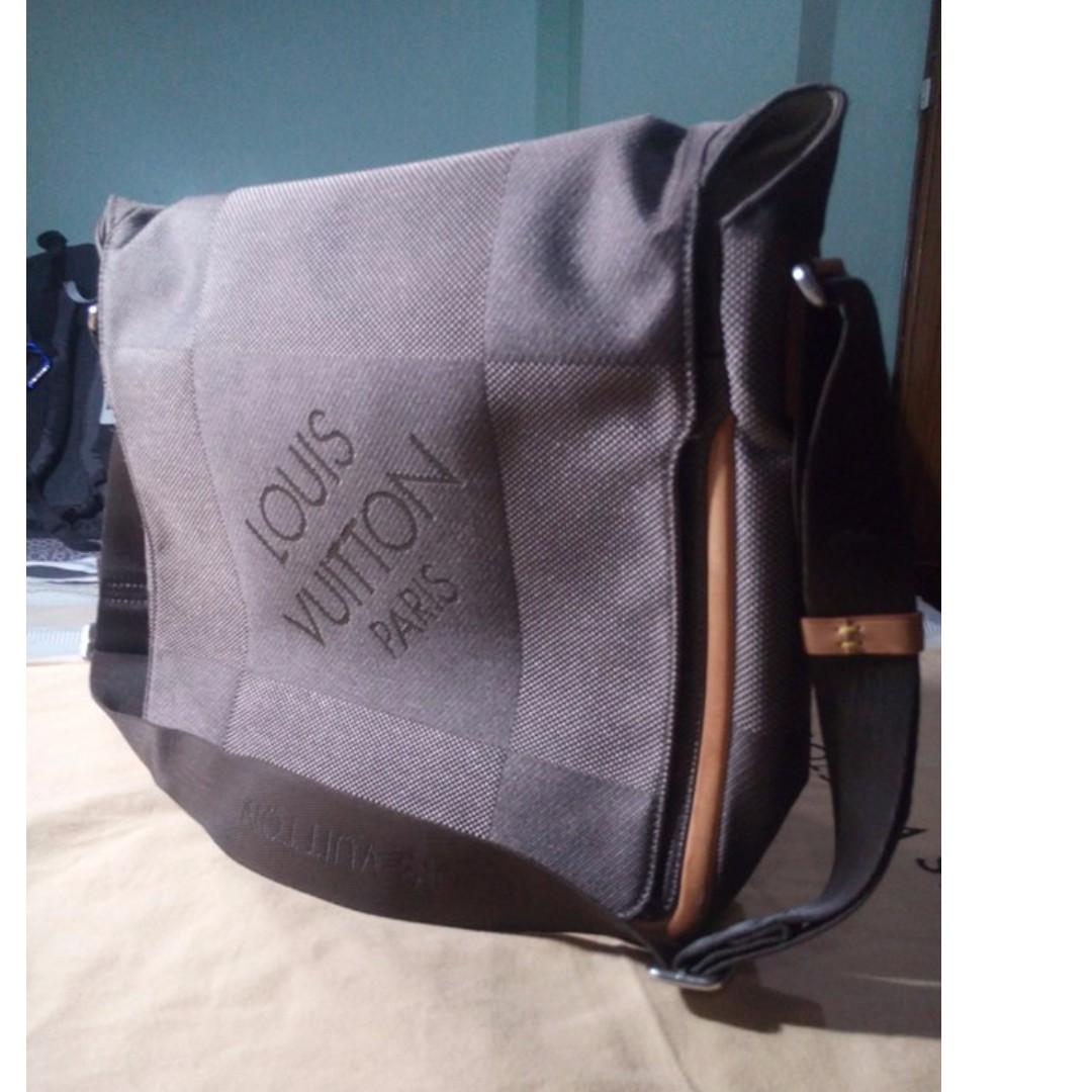best Louis Vuitton Damier Geant Messenger Bag Black image collection a94569519eeaf