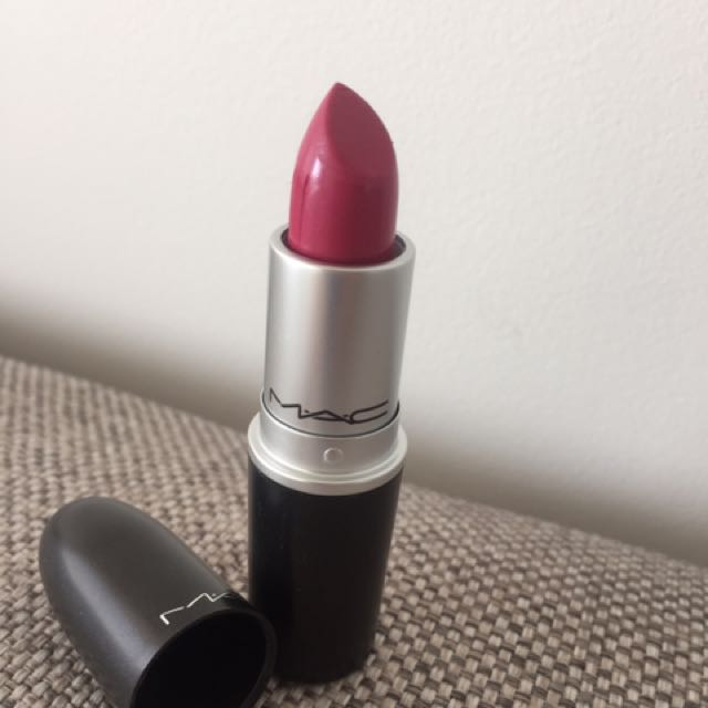 MAC LIPSTICK 'Girl About Town'