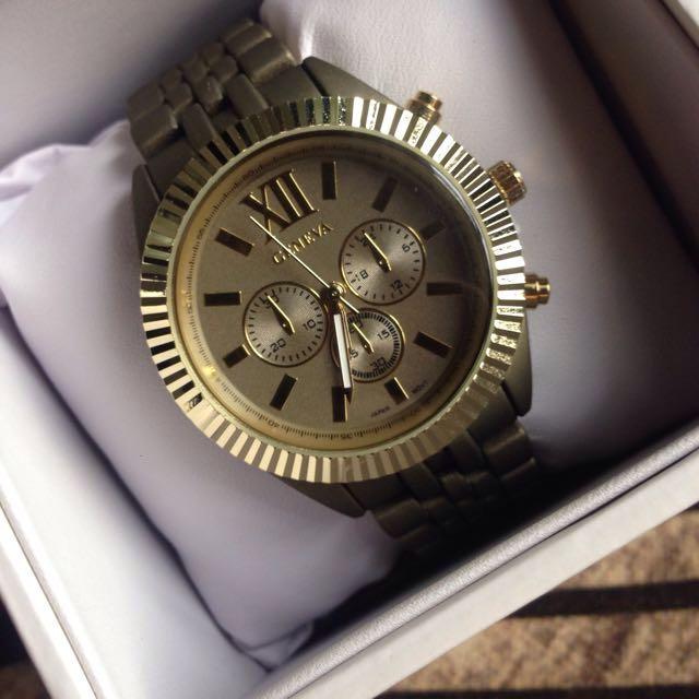 Matte Green Ladies Metallic Watch