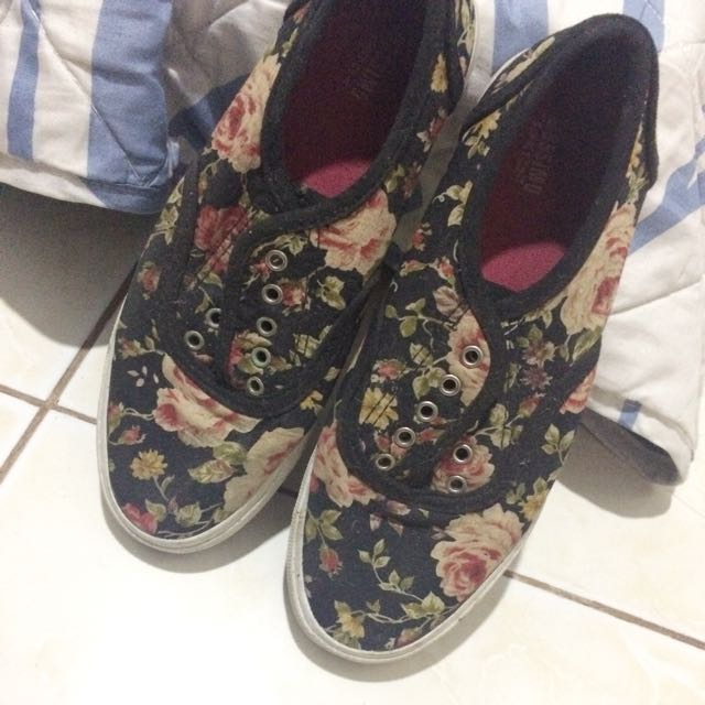 Mossimo floral shoe